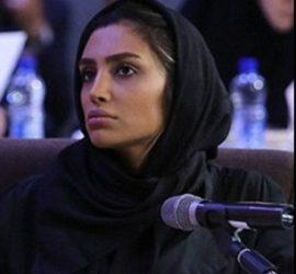 Elham Arab con velo