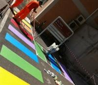 Strice pedonali arcobaleno